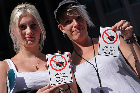 Label「Coronavirus Skeptics And Right-Wing Extremists Protest In Berlin」:写真・画像(12)[壁紙.com]