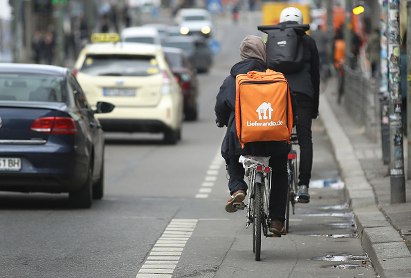 Riding「Food Delivery Services Depend On Part-time Workers」:写真・画像(2)[壁紙.com]