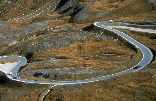Curve「Winding Pass Road to Grossglockner, Austrian Alps, County of Carinthia」:写真・画像(16)[壁紙.com]