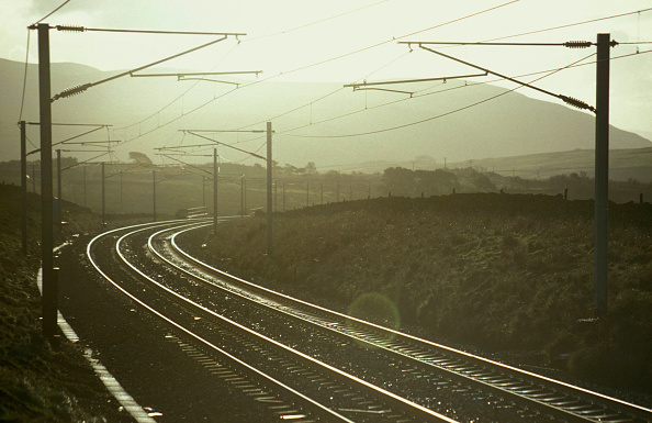 Railroad Track「Atmospheric lighting on the West Coast Main Line in the Lake District. C1992」:写真・画像(9)[壁紙.com]