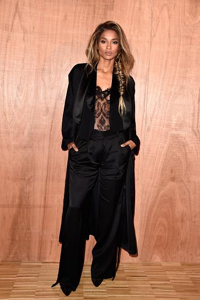 Lace - Textile「Givenchy : Front Row  - Paris Fashion Week Womenswear Fall/Winter 2016/2017」:写真・画像(12)[壁紙.com]