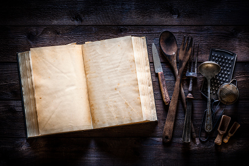 Recipe「Vintage cookbook with kitchen utensils on rustic wooden table」:スマホ壁紙(12)
