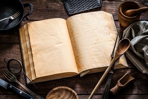 Cast Iron「Vintage cookbook with kitchen utensils」:スマホ壁紙(8)