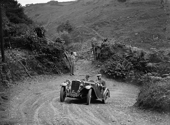 Recreational Pursuit「1935 Singer Le Mans 2-seater taking part in a motoring trial, late 1930s」:写真・画像(17)[壁紙.com]
