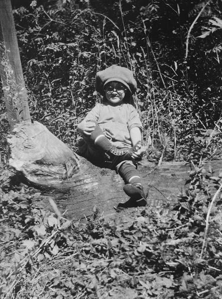 Log「Child In Large Hat And Glasses」:写真・画像(14)[壁紙.com]