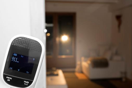 Mobile Phone「Germany, North Rhine Westphalia, Burglary in home at night」:スマホ壁紙(12)