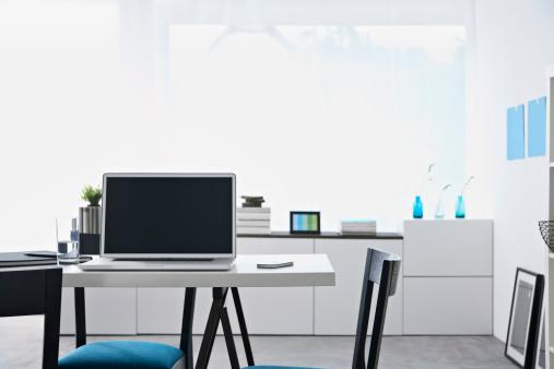 Laptop「Germany, North Rhine Westphalia, Interior of home office」:スマホ壁紙(13)