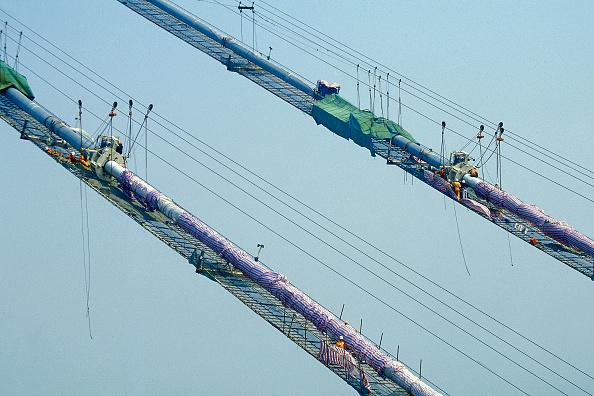 Suspension Bridge「Cable spinning on the Jiang Yin suspension bridge, Yangtse River, China.」:写真・画像(8)[壁紙.com]