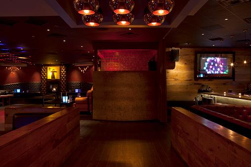 Nightlife「Tables and booths in empty nightclub」:スマホ壁紙(11)