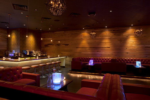 Nightclub「Tables and booths in empty nightclub」:スマホ壁紙(17)