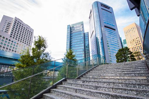 Tokyo - Japan「Walking up stairs and looking up at buildings in urban city」:スマホ壁紙(0)