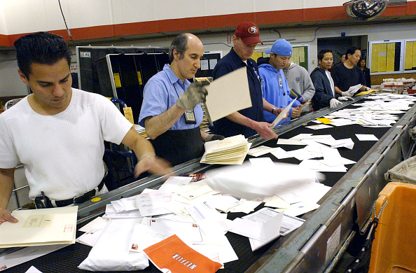 Post - Structure「U.S. Postal Service work through the busiest day of the year」:写真・画像(3)[壁紙.com]