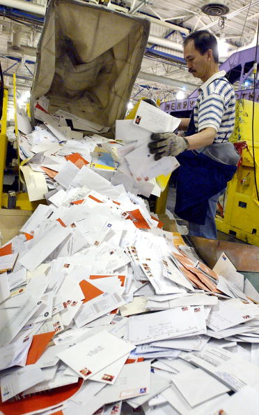 Post - Structure「U.S. Postal Service work through the busiest day of the year」:写真・画像(2)[壁紙.com]