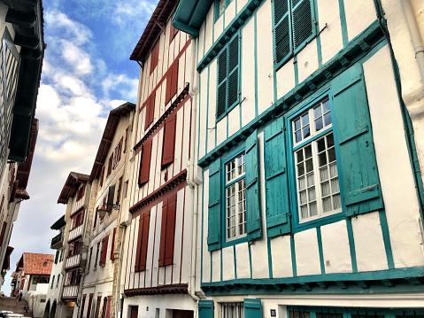 Nouvelle-Aquitaine「Apartment buildings, Ciboure, France」:スマホ壁紙(13)