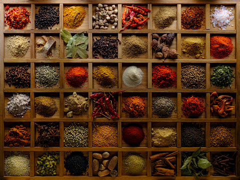Fennel「Variety of colorful, organic, dried, vibrant Indian food spices in a wooden compartment box.」:スマホ壁紙(12)