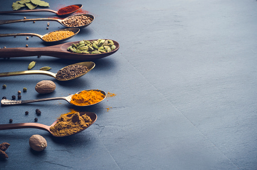 Indian Culture「Variety of herbs and spices on slate background.」:スマホ壁紙(5)
