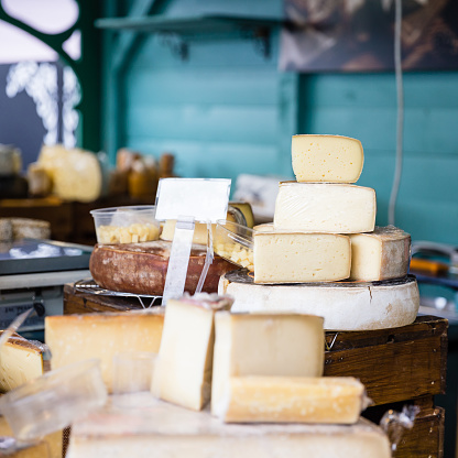 French Culture「variety of cheese in a store」:スマホ壁紙(10)
