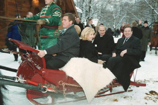 Horse「Putin Rides with German Schroeder in Troika」:写真・画像(13)[壁紙.com]