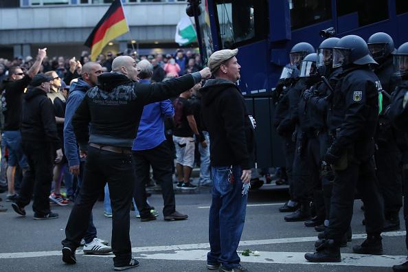 Riot Police「Protests Continue In Chemnitz」:写真・画像(8)[壁紙.com]