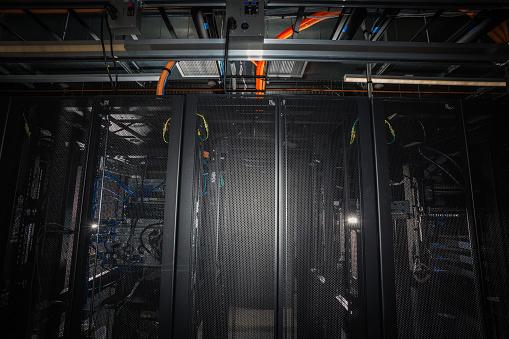 Data Center「Server rack with blue and orange cables」:スマホ壁紙(8)