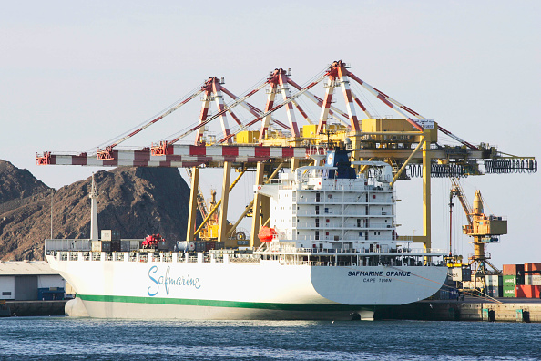 Persian Gulf Countries「Container ship at port in Muscat, Oman」:写真・画像(17)[壁紙.com]