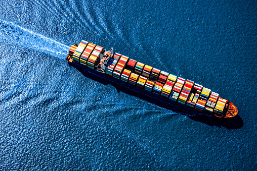 Pier「Container Ship at Sea」:スマホ壁紙(1)