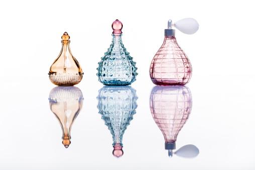 Mirror - Object「Perfume bottles studio shot on white with reflection」:スマホ壁紙(15)