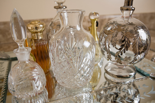 Dressing Table「Perfume bottles」:スマホ壁紙(19)