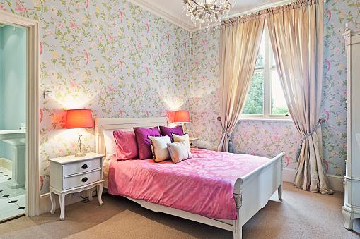 ピンク色「Interior Shot of a Bedroom」:スマホ壁紙(15)