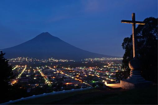 アグア火山「Agua Volcano at dusk, Sacatepequez, Guatemala, Latin America」:スマホ壁紙(11)