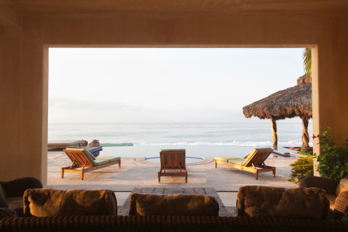 Mexico「Ocean and elegant home patio」:スマホ壁紙(18)
