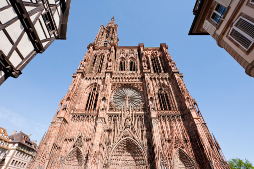 Cathedral「France, Alsace, Strasbourg, View of Notre Dame cathedral with frame houses」:スマホ壁紙(5)