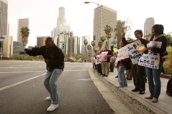 Cutting Board「LA Teachers Protest Proposed Layoffs」:写真・画像(19)[壁紙.com]