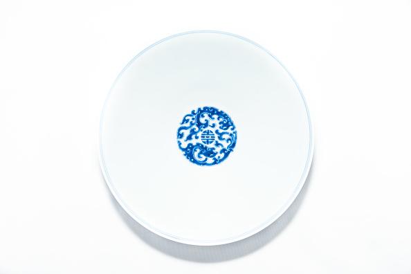 White Background「Blue And White Bowl With Kui Dragon Medallions 1723-1735」:写真・画像(6)[壁紙.com]