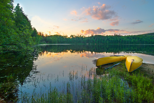 Eco Tourism「Canoes on the lake」:スマホ壁紙(1)
