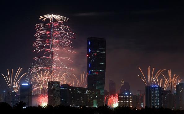 Tom Dulat「Dubai Celebrates New Year's Eve 2016」:写真・画像(1)[壁紙.com]