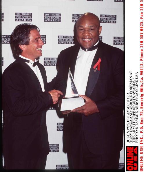 George Foreman「JULY 7 1995, LOS ANGELES,CA. TONY DANZA AND GEORGE FOREMAN AT THE JIM THORPE SPORTS AWARDS.」:写真・画像(7)[壁紙.com]
