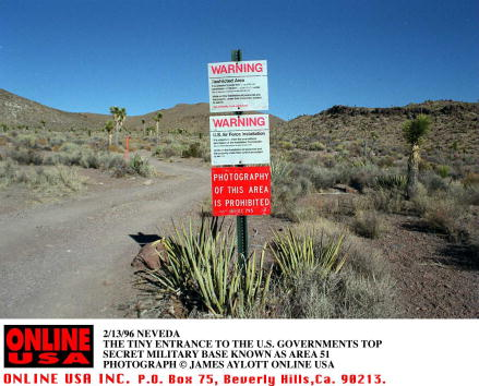Entrance「2/13/96 RACHEL,NEVEDA THE ENTRANCE TO THE U.S. MILITARY BASE KNOWN AS AREA 51」:写真・画像(7)[壁紙.com]