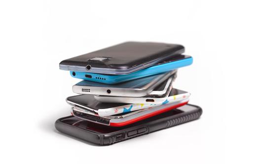 Damaged「REDUNDANT MOBILE PHONES AND SMART PHONES」:スマホ壁紙(12)