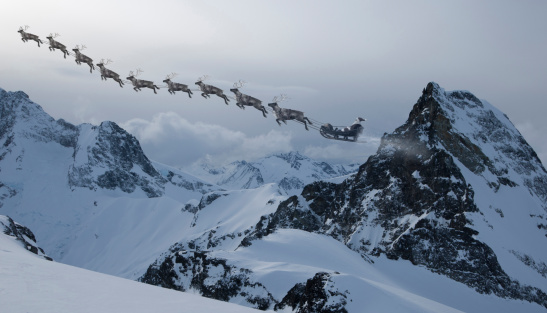 British Columbia「SANTA CLAUSE AND REINDEER  ACROSS THE MOUNTAINS」:スマホ壁紙(19)