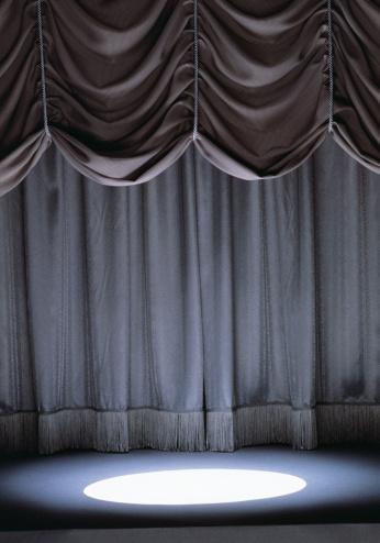 Curtain「SPOTLIGHT SHINING ON EMPTY STAGE」:スマホ壁紙(15)
