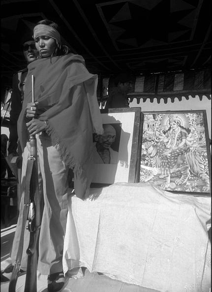 Surrendering「Bandit Queen Phoolan Devi Surrender」:写真・画像(10)[壁紙.com]