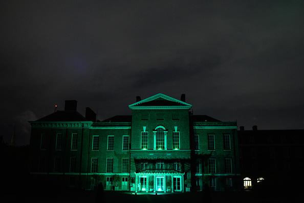 Kensington Palace「London Landmarks Lit Green For Grenfell Fire Anniversary」:写真・画像(6)[壁紙.com]