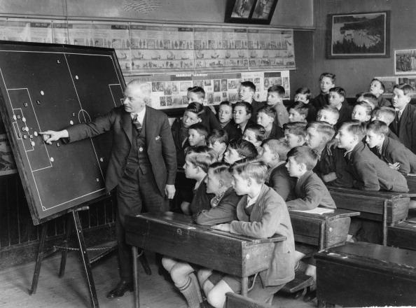 Bench「The first magnetic board to be used in Sheffield - and at the same time one of the first used in the country - was installed at the Spingfield Council School」:写真・画像(6)[壁紙.com]