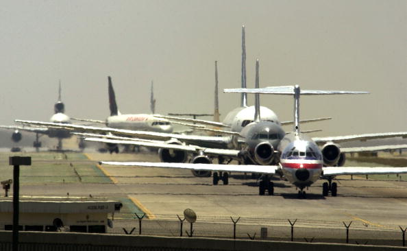 Airport Runway「LAX Found Worst in Runway Near-Crashes」:写真・画像(9)[壁紙.com]