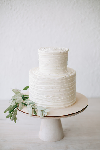 Layered「Simple two tiered wedding cake with icing and olive branch decoration」:スマホ壁紙(1)