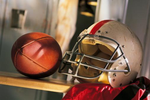 Souvenir「Football and helmet with jersey on locker room bench」:スマホ壁紙(18)