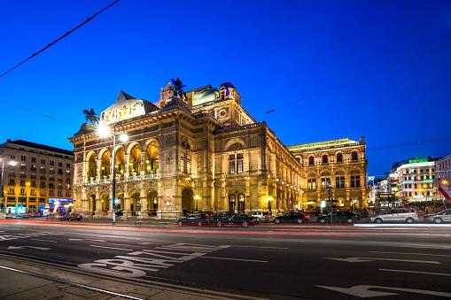 Light Trail「Austria, Vienna, Vienna State Opera, blue hour」:スマホ壁紙(12)