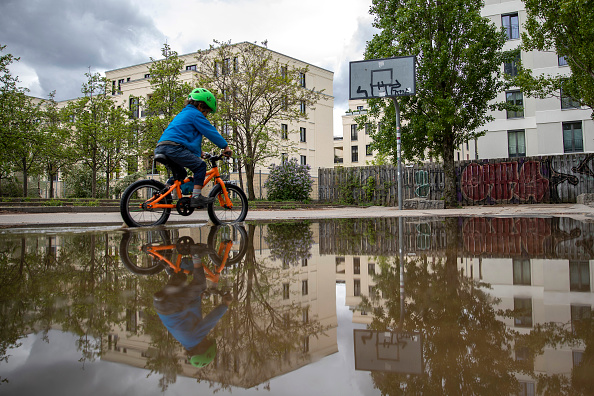 Closed「Playgrounds Begin To Reopen In Berlin During The Coronavirus Crisis」:写真・画像(2)[壁紙.com]