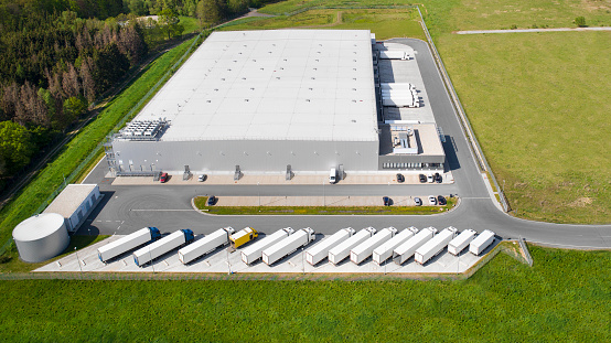 Shipping「Loading bay, truck parking lot, industrial building, logistics - aerial view」:スマホ壁紙(10)